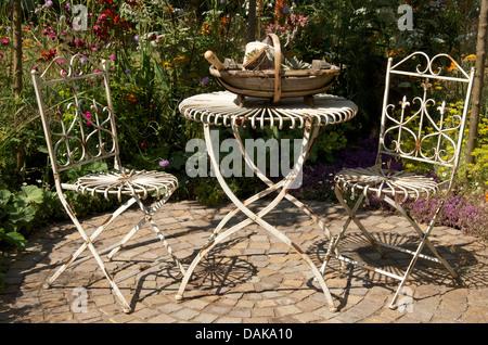 ... Old Fashioned Stil Tisch Und Stühle In Der Hot Stuff Garten Von RHS  Hampton Court