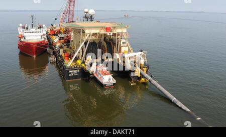 """Datei - ein Archiv Bild vom 5. Juli 2010, zeigt eine Pipeline verlegen Schiff """"Castoro 10', Verlegung der Gaspipeline - Stockfoto"""