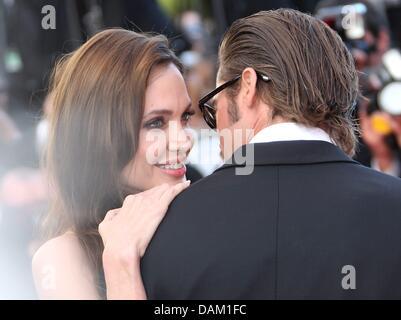 Darsteller Brad Pitt und Schauspielerin Angelina Jolie kommen auf dem roten Teppich für die Vorführung des Films - Stockfoto