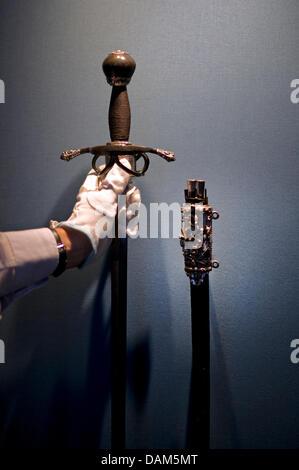Ein Schwert, ein Geschenk aus dem dänischen König Augustus I von Sachsen (1557-1559), ist Bestandteil der speziellen - Stockfoto