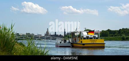 """Fähre """"Johanna"""" ist bereit für einen Test-Trip für die erste Fährverbindung zwischen Dresden/Pieschen-Süd und Ostragehege - Stockfoto"""