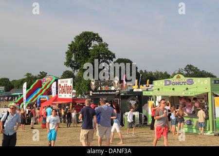 Essensstände, Sommer Magic Live Musik Festival, Stoke Park, Guildford, Surrey, England, Großbritannien, Deutschland, - Stockfoto