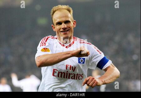 Datei - eine Archiv Bild datiert 11. März 2010 zeigt Hamburg die Fußballspieler David Jarolim jubelt über sein Tor - Stockfoto