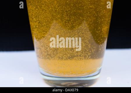 Orange Luftblasen im Glas - Stockfoto