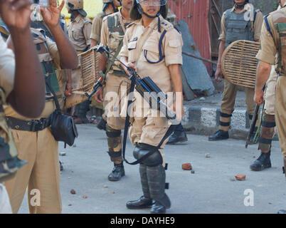 Srinagar, indisch verwalteten Teil Kaschmirs 20. Juli 2013. Indische Polizisten bei Auseinandersetzungen in Srinagar, - Stockfoto
