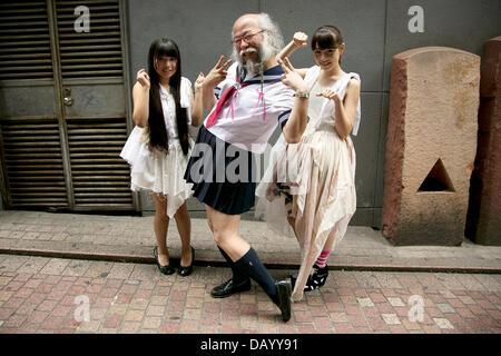 Hinreißendes Japanisches Schulmädchen In Einem Hotel