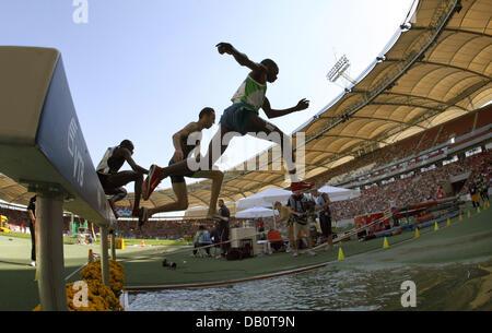 Läufer im 3000m Hindernislauf bei der IAAF Leichtathletik-Weltfinale in Stuttgart, Deutschland, 23. September 2007 - Stockfoto