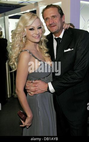 Deutsche Schauspielerin Jenny Elvers-Elbertzhagen und ihr Ehemann, Manager Goetz Elbertzhagen, stellen bei der After - Stockfoto