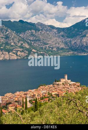 Panorama von Sirmione Dorf und Gardasee, Italien - Stockfoto