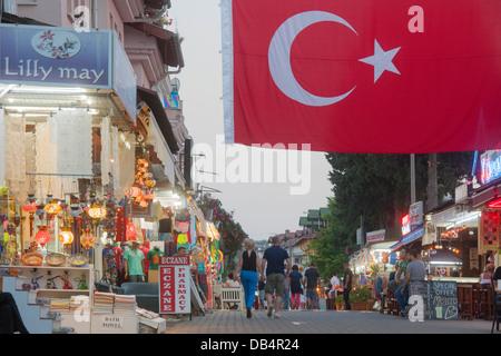 Ägypten, Provinz Mugla, Dalyan, Hauptstrasse Mit Geschäften, Bars Und Restaurants - Stockfoto