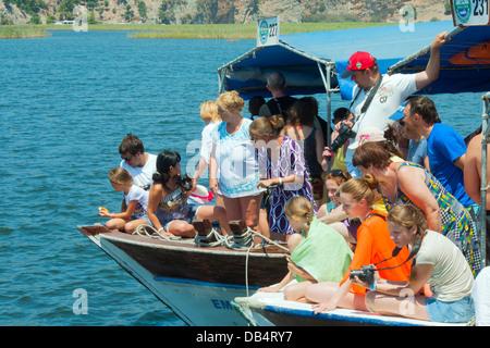 Ägypten, Provinz Mugla, Dalyan, Touristen Warten Auf Caretta Caretta Schildkröte - Stockfoto