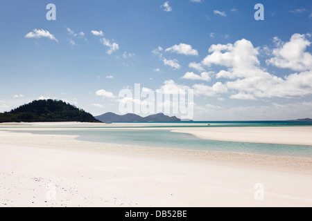 Blick entlang Whitehaven Beach in Richtung Hill Inlet.  Whitsundays Islands National Park, Whitsundays, Queensland, - Stockfoto