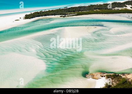 Luftaufnahme der Verschiebung Sand Ufern des Hill Inlet. Whitsunday Island, Whitsundays, Queensland, Australien - Stockfoto