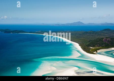 Luftbild Whitehaven Beach und Hill Inlet. Whitsunday Island, Whitsundays, Queensland, Australien - Stockfoto