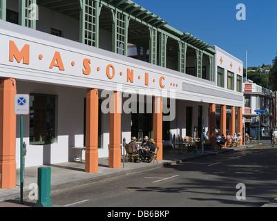 Dh Masonic Hotel NAPIER NEUSEELAND Menschen entspannten Sitzen im Freien trinken Straße Asphalt Art déco-Gebäude - Stockfoto