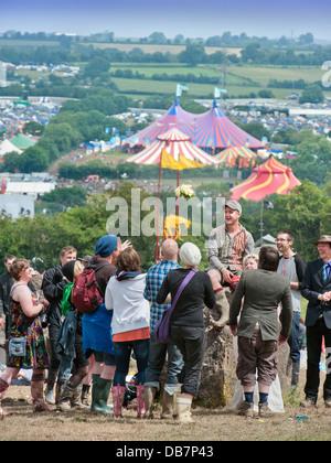 Glastonbury Festival 2013 - Mark und Rebecca Jordan aus Bedfordshire segne ihre Hochzeit in den Steinkreis. - Stockfoto