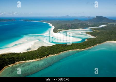 Luftaufnahme von Tongue Point, Hill Inlet und Whitehaven Beach. Whitsunday Island, Whitsundays, Queensland, Australien - Stockfoto