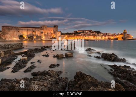 Chateau Royal und Eglise Notre Dame des Anges, Collioure, Pyrénées-Orientales, Languedoc-Roussillon, Frankreich - Stockfoto