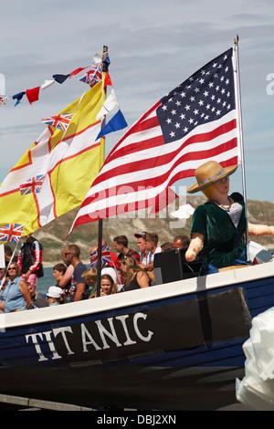 Titanic Teilnahme in Swanage Karnevalsumzug im Juli - Stockfoto