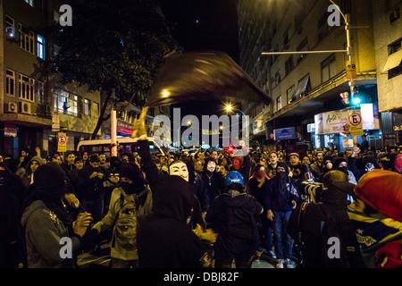 Black Blocks aus Protest während des Besuchs Papst Francis in Rio De Janeiro, Brasilien - Stockfoto