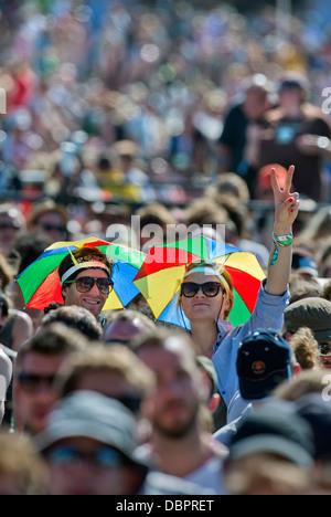 Glastonbury Festival 2013 - Fans bei der Aufführung von Noah und der Wal auf der anderen Bühne. - Stockfoto