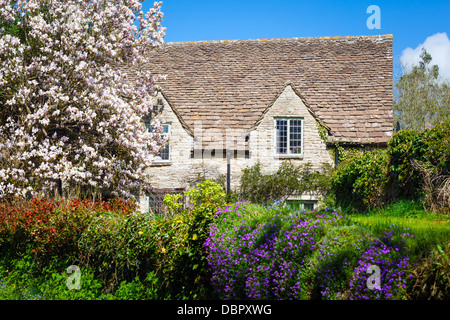alte englische cottage garten sommer im alten dorf von bibury cotswolds gloucestershire glos. Black Bedroom Furniture Sets. Home Design Ideas
