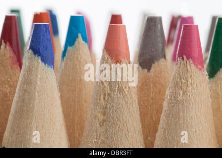 Farbstiften in weißen Hintergrund isoliert. - Stockfoto