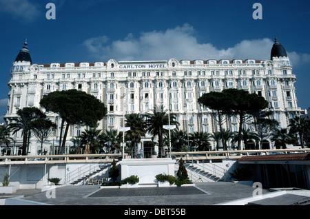 Das Art-deco-InterContinental Carlton Hotel an der französischen Riviera in Cannes, Frankreich, feierte seinen 100. - Stockfoto