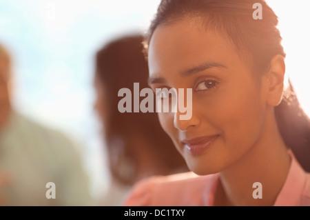 Porträt von lächelnden Geschäftsfrau hautnah - Stockfoto