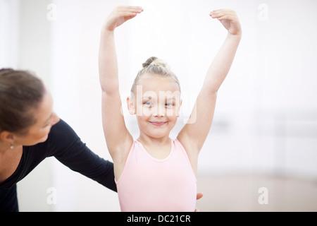 Porträt einer jungen Ballerina und ihr Lehrer - Stockfoto