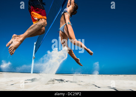 Zwei beach-Volleyball-Spieler am Netz blockiert - Stockfoto