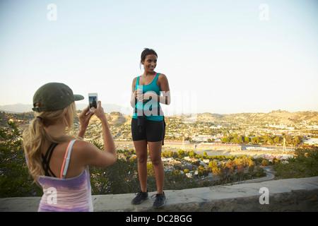 Freundin fotografieren - Stockfoto