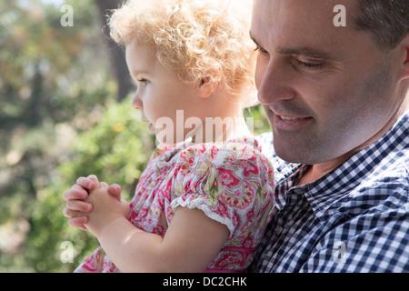 Nahaufnahme von Vater mit Kind - Stockfoto