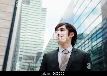 Business-Mann wegsehen - Stockfoto