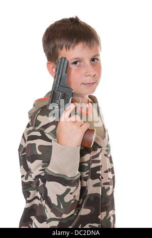Teenager mit einer Pistole auf weißem Hintergrund - Stockfoto