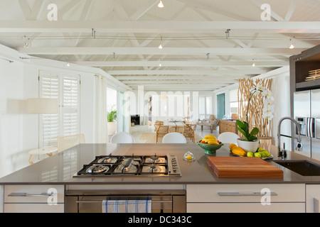 Luxus-Küche und Esszimmer - Stockfoto