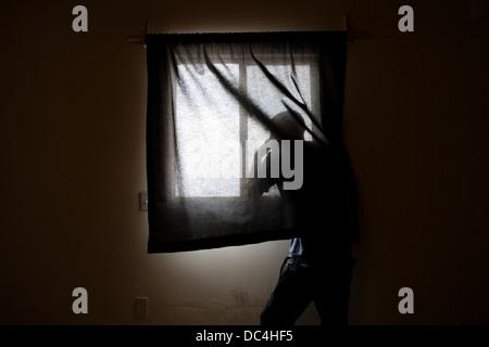 Ein Mann aus dem Fenster. - Stockfoto