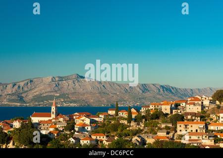 Postira-Dorf auf der Insel Brač, Kroatien - Stockfoto