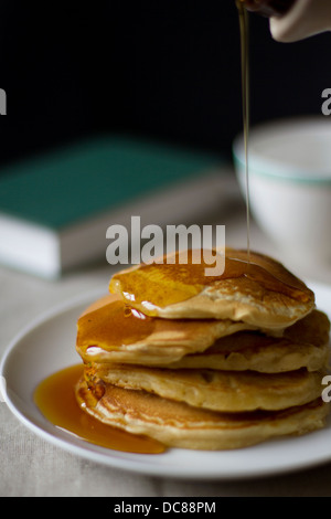 Pfannkuchen mit Ahornsirup.
