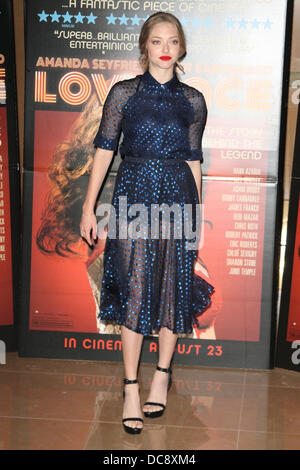 London, UK. 12. August 2013. Amanda Seyfried in einem Special Screening von Lovelace im Mayfair Hotel, London - - Stockfoto