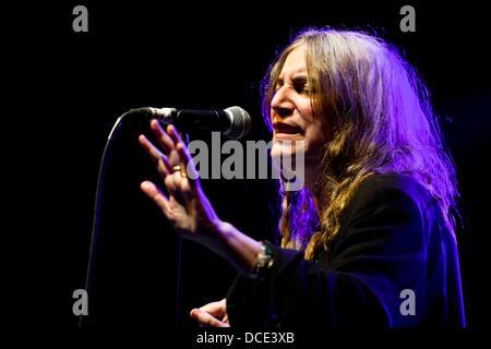 CRICKHOWELL, UK. 15. August 2013. Patti Smith führt auf der weit, Bühne am Green Man Festival. Bildnachweis: Polly - Stockfoto