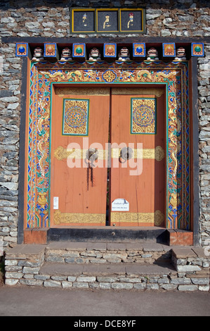 Malerei auf Eingang im Felsen Wand, Bhutan - Stockfoto