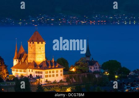 Das Schloss Spiez am Thunersee, Schweiz blicken. - Stockfoto