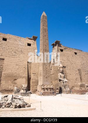 Der Eingang zum Luxor-Tempel in Ägypten - Stockfoto