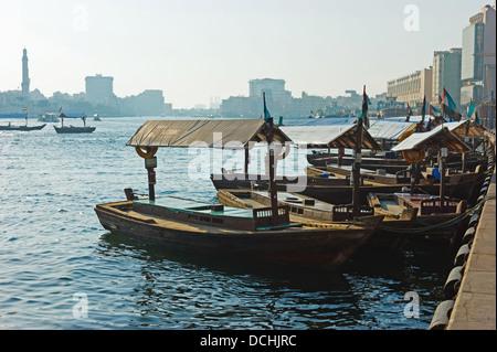 DUBAI, Vereinigte Arabische Emirate-NOVEMBER 13: Schiff in Port Said am 13. November 2012 in Dubai, VAE. Die ältesten - Stockfoto