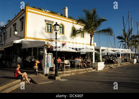 Traditionelle Häuser und Restaurants, Puerto de Mogán, Gran Caneria, touristische alten Stil Dorf oder eine Stadt. - Stockfoto