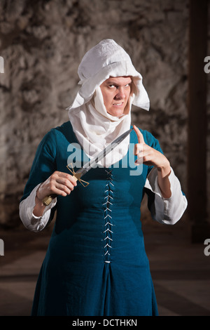 Gefährliche Nonne mit Messer - Stockfoto