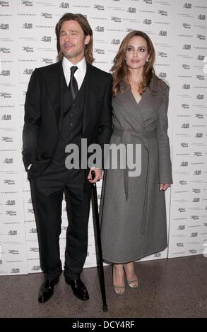 """Brad Pitt und Angelina Jolie besucht ein special Screening von """"In the Land of Blood and Honey"""" an den Holocaust - Stockfoto"""