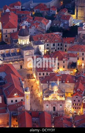 Dubrovnik Kroatien. Luza Square und Kathedrale der Himmelfahrt der Jungfrau Maria (unten rechts) - Stockfoto