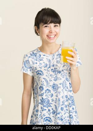 Junge japanische Frau in ihren Zwanzigern - Stockfoto